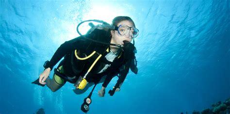 Photographing Divers • Scuba Diver Life