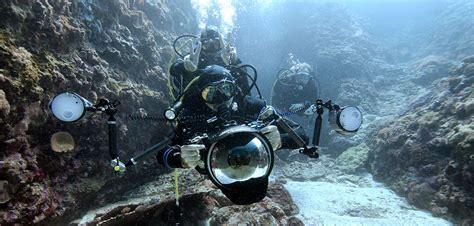 Underwater Photographers OK Divers