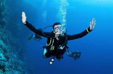 Scuba diving diver ocean sea underwater wallpaper