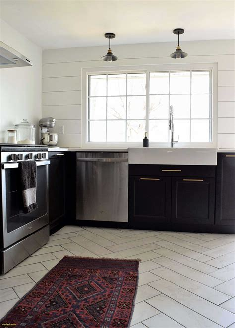 Pretty Design Ideas for Small Galley Kitchens and Galley